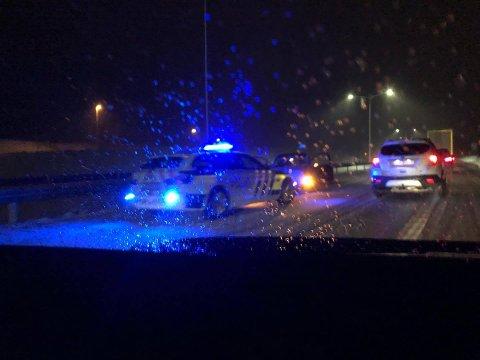KØ: Trafikken går sakte flere steder på E18. Dette bildet er tatt ved ulykken ved Kopstad.