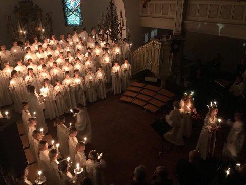 SNART: Den første muligheten til å nyte Kirkens korskole i Færder er i november, men like etter er det Lucia. Her fra konserten i Nøtterøy kirke for snart to år siden; det er bare tre måneder til Lucia-feiringen.