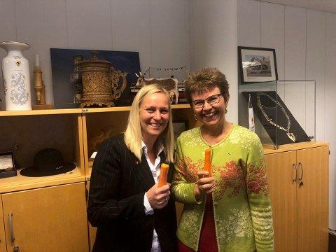 SUNN MAT: Mette Kalve (Ap) og Kathrine Kleveland (Sp) er begge glade for at det blir tilbud om et varmt grøtmåltid på de videregående skolene i 2020.