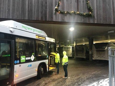 SÅPEGLATTE VEIER: Alle ruter til Stokke, Nøtterøy/Tjøme og Tønsberg er innstilt. Vestfold kollektivtrafikk melder om svært vanskelige kjøreforhold.