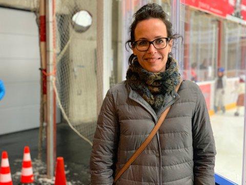 UTE OG INNE: Denne koronavinteren har kunstløperne måtte trekke utendørs. Det ga styreleder i TT kunstløp Victoria Schøyen og løperne en opptur.