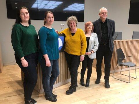 TOPP FEM: Disse fem topper lista til Felleslista Færder Rødt/SV. Fra venstre: Tyra Fevang (5. plass), Fay Kristin Tegnander Stenvoll (2. plass), Tone Evy Kaldheim (1. plass, ordførerkandidat), Hanna Murel (3. plass) og Jørn Magdahl (4. plass).