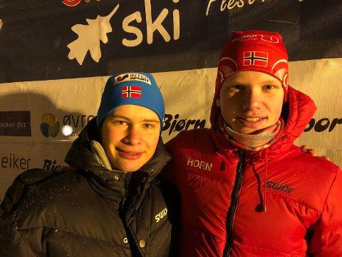 SØLVGUTTER: Simen Bror Knotten og Vebjørn Horn tok sølv på sprintstafetten i G13/14.