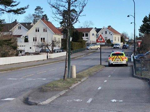 NØDETATENE RYKKET UT: Politiet lette etter to barn som hadde ringt amulansen onsdag morgen fordi de sa de hadde funnet en bevisstløs person i skogen. Barna har senere sagt at de tulleringte.