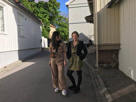 MOTETRENDER: Elvira og Hedevig fra ungdomsredaksjonen har tatt turen ut i Tønsberg på jakt etter årets trender.