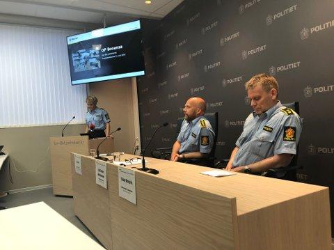 «OPERASJON BONANZA»: Leder for etterforskning og etterretning, Lena Reif, påtaleleder Kjell Johan Abrahamsen og Skule Worpvik, leder spesiell etterforskning orienterer pressen.