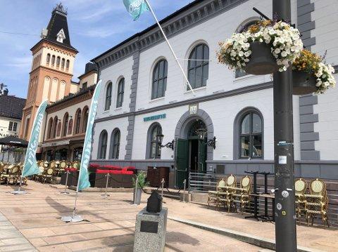 HIT: Steffen Tangstad havner på sokkel utenfor sportsbaren O'Learys på Torvet.