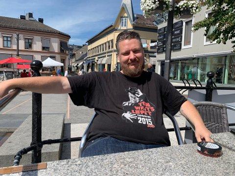 BRUK TORVET: Dan Rugsveen oppfordrer folk til å bruke Torvet og steder oppover i byen i sommer.