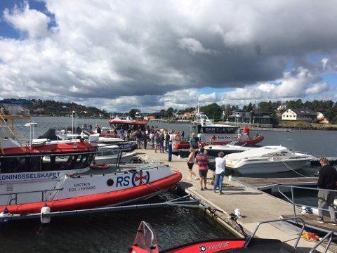 BESØK PÅ BRYGGA: Også Røde Kors-båten er på plass når redningskorpset på Jarlsø inviterer til åpen dag.