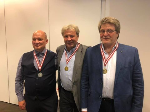 NORDISK REKORD: Tor Nystuen (i midten)= satte ny nordisk rekord med 573 poeng i halvmatch. Her sammen med Geir Magne Roland (tv) og Geir Skymoen.