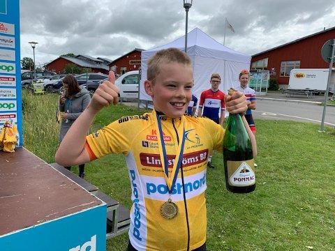 VINNEREN: Gjermund Heierstad med gul ledertrøye og champagnebrus etter etappeseieren i U6.