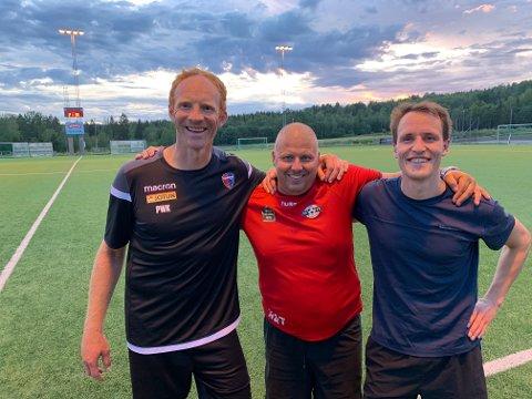 KLA-RE: Re FK-trener Hans Arne Tveiten omkranset av nysigneringene Peter Kovacs (t.v.) og Alexander Hoel.