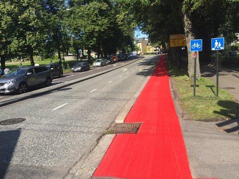 RØDT: Denne strekningen i Halfdan Wilhelmsens alle har fått frisket opp den røde fargen.