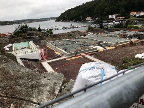 SOMMERDRØM: Her bygger millionarving og næringslivsjournalist Marius Lorentzen et fritidshus på 460 kvadratmeter. Nå kan byggingen bli forsinket.