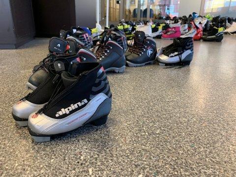 SKISKO: Hos Skattkammeret har de skisko i de fleste størrelser som du kan låne dersom du rett før vinterferien oppdager at minstemann har vokst ut av skoene.