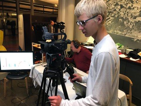 TEKNIKKEN: Lars Ose-Johansen og Vegar Vatn sørget for at TBs valgstudio sendte fra 20.00 til 00.30 mandag kveld.