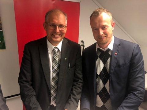 REDNINGSPAKKER: Fylkesordfører Terje Riis-Johansen (Sp) presenterte redningspakken tirsdag. Her sammen med fylkesvaraordfører Sven Tore Løkslid.