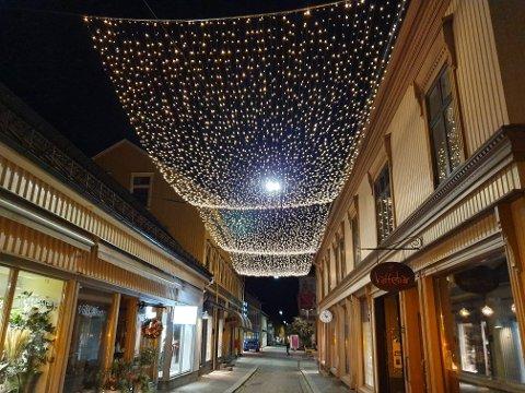 LYSTAK: Dette synet fikk flere av våre lesere til å lure på om årets julelys allerede var hengt opp.