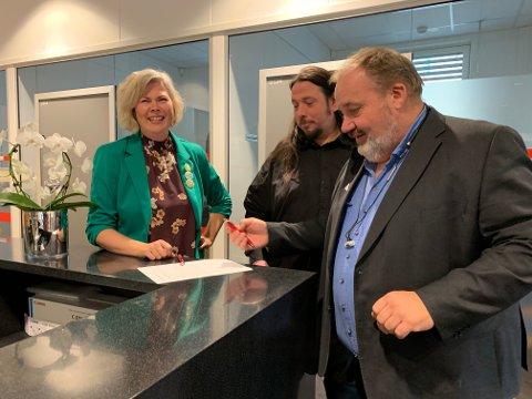 SAMARBEID: Suzy Haugan (fra Venstre), Ole Marcus Mærøe (R) og Olav Sannes Vika (SV) har inngått et valgteknisk samarbeid.