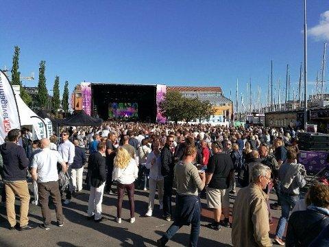 FOLKEFEST: Festivalen rundt Færderseilasens innkomst er blitt et populært innslag i sommer-Tønsberg, men mannskaper, ekstra brygger, strøm etc. koster penger. Nå søker KNS fylkeskommunen om et økonomisk bidrag.