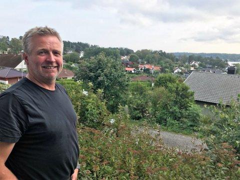 STILLE: De fleste sommergjestene har reist, og Per Gunnar Frogner får det stille i Buerstad - litt for stille.