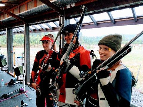 PÅ TOPP: Jeanette vant fire NM-gull. Her med Karina Stette (tv) og Johanna Reksten.