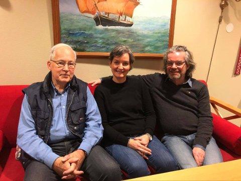 PÅRØRENDE: Stig Tollefsen, Cecilie Hognestad og Kjetil Hognestad er pårørende til en person med demens. Alle tre har hatt stor nytte av kurset som tilbys.