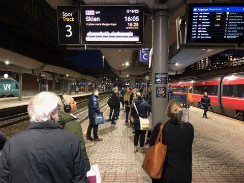 SPORFEIL: Passasjerene må regne med ekstra ventetid onsdag.