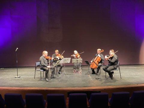 KAMMERMUSIKERE: Englegårdkvartetten består av Arvid Engegård på fiolin, Alex Robson på fiolin, Juliet Jopling på bratsj, Eivind Holtsmark Ringstad på bratsj og Jan Clemens Carlsen, cello.