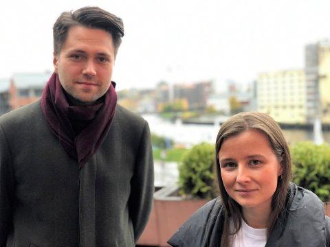KRITIKK: Karoline Aarvold og Bjørn-Kristian Svendsrud refser de rødgrønne kollegene for ikke å ta fylkeskommunens økonomiske utfordringer på alvor. Når det skal spares inn 100 millioner, må politikerne ta sin del av ansvaret, mener de.