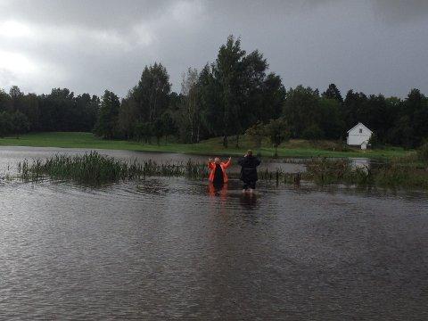 OVERSVØMMELSE: Slik ser det ut på deler av Borre Golfbane etter ekstremvær. Golfklubben mener det blir ekstra ille på grunn av vann fra nabotomta.