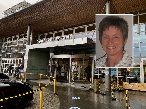ASKEBEGER VED INNGANGEN: Ellen Sørby i Norges Astma- og Allergiforbund reagerer på at det står askebeger utenfor inngangen sammen med skilt om røyking forbudt.