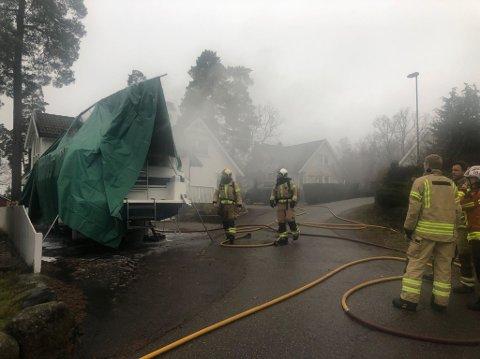 RASKT PÅ PLASS: Brannvesenet ble tidlig varselet om brannen – takket være en nabo på hjemmekontor.