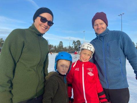 GLAD FAMILIE: Fra venstre mamma Veronica, barna Todd (6) og Mino (9) og pappa Daniel Eckhardt er fornøyde med å kunne stå på skøyter igjen.