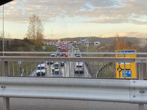 LAAANGE KØER: Trafikken sto stille over hele Sem. Her fra Aulerødkrysset.