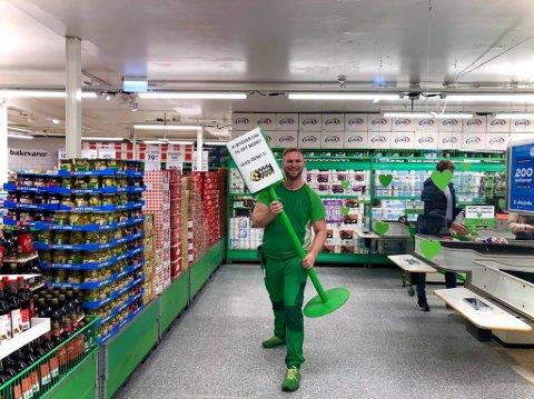 PUSSET OPP: – For å kunne sørge for bedre smittevern, sier butikksjef Mats Gundersen for Kiwi Gauterød.