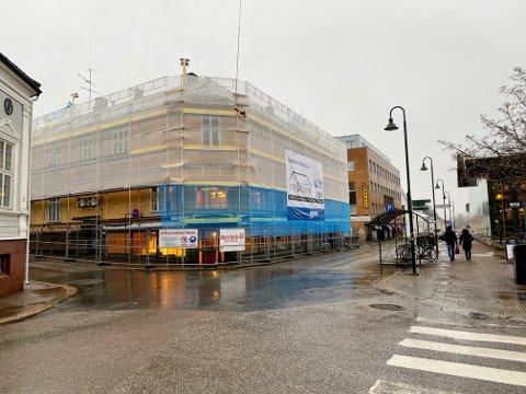 TOTALRENOVERING: Bygget som én gang huset Gamle Storgatens Glas & Stentøimagasin skal nå forvandles til ti nye leiligheter.