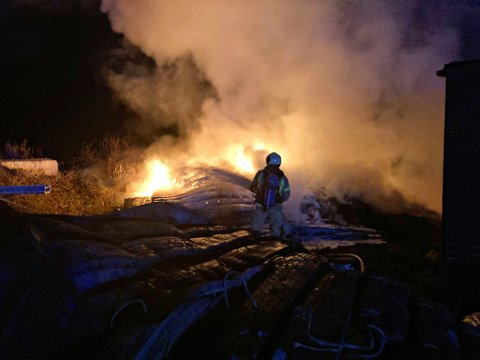 BRANN: Verken grunneier eller entreprenør vet hvordan brannen startet.
