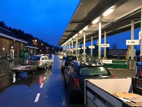 ÅPENT: Gjenvinningsstasjoen på Lofterød holder åpent, men det kan bli køer og ventetid ved stor pågang.