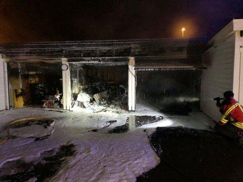 BRANN: Det er store skader på garasjeanlegget etter brannen.