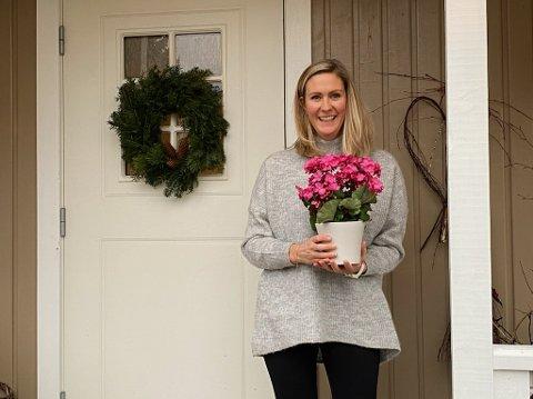 9. DESEMBER: Silje ble både overrasket og fornøyd med å få Tønsbergs Blads juleglede.