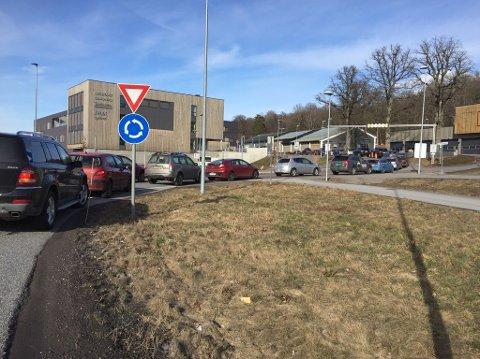 PARKERING: I en måned var det gratis å parkere ved legevakta.