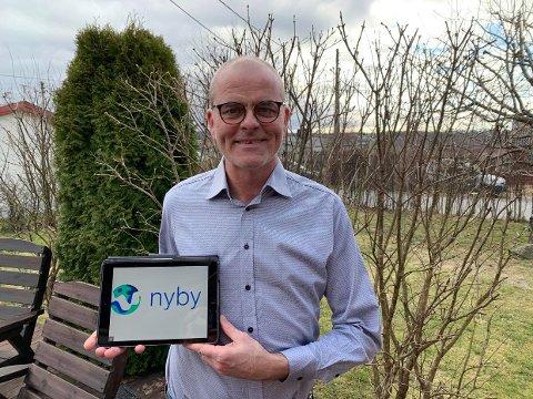 ØNSKER HJELP: Ordfører i Færder, Jon Sanness Andersen ønsker at både de som trenger hjelp og de som kan gi en utstrakt hånd, skal registrere seg på denne appen.