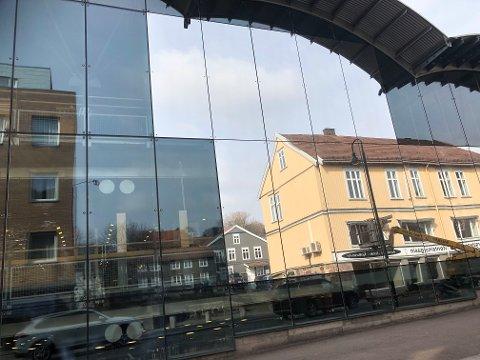 SOLFILM: Her har en del av solfilmen kommet opp på glassplatene.