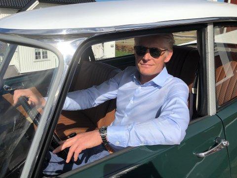 NY VÅR: Christoffer Jonstang trives i sin veteranbil.