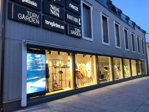 SLUTT: Med sin lange fasade mot Torvet var Boutique L en av Tønsbergs mest profilerte klesforretninger. Nå er butikken nedlagt og selskapet bak slått konkurs.