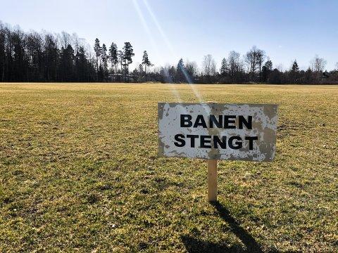 STENGT TIL OVER PÅSKE: FK Eik Tønsberg ber om at folk ikke bruker nedre gressfelt til turgåing, lek og fotball før gresset har grodd.