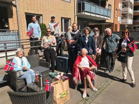 UTEBURSDAG: Nærmeste familie samlet seg for å feire at Elsa May Holst Johnsen fylte 101 år.