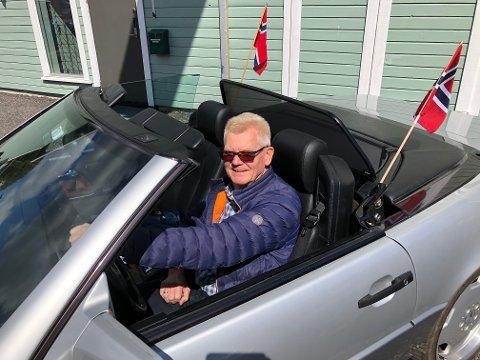 GLIS: Arne Skarsteen i sin litt nyere veteranbil, en Mercedes SEL Cab.