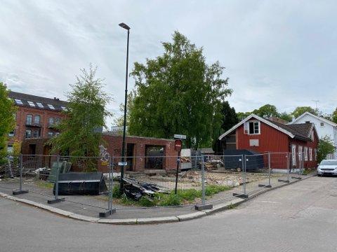 RIVES: Dette området skal rives for å gjøre plass til boligblokk, inkludert det verneverdige huset i Snorres gate 11.